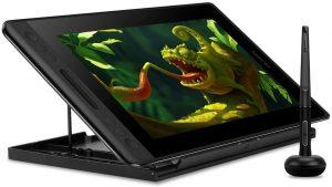 Huion Kamvas Pro 12 avec son support et son stylet représentant un dessin d'iguane